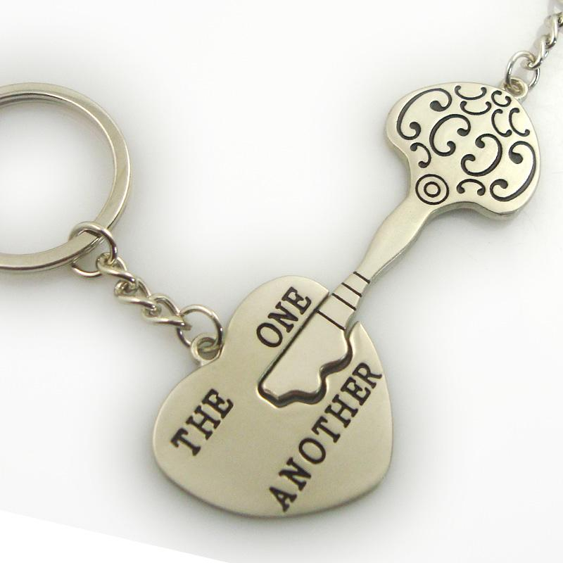 Promotional metal customized couple keyrings